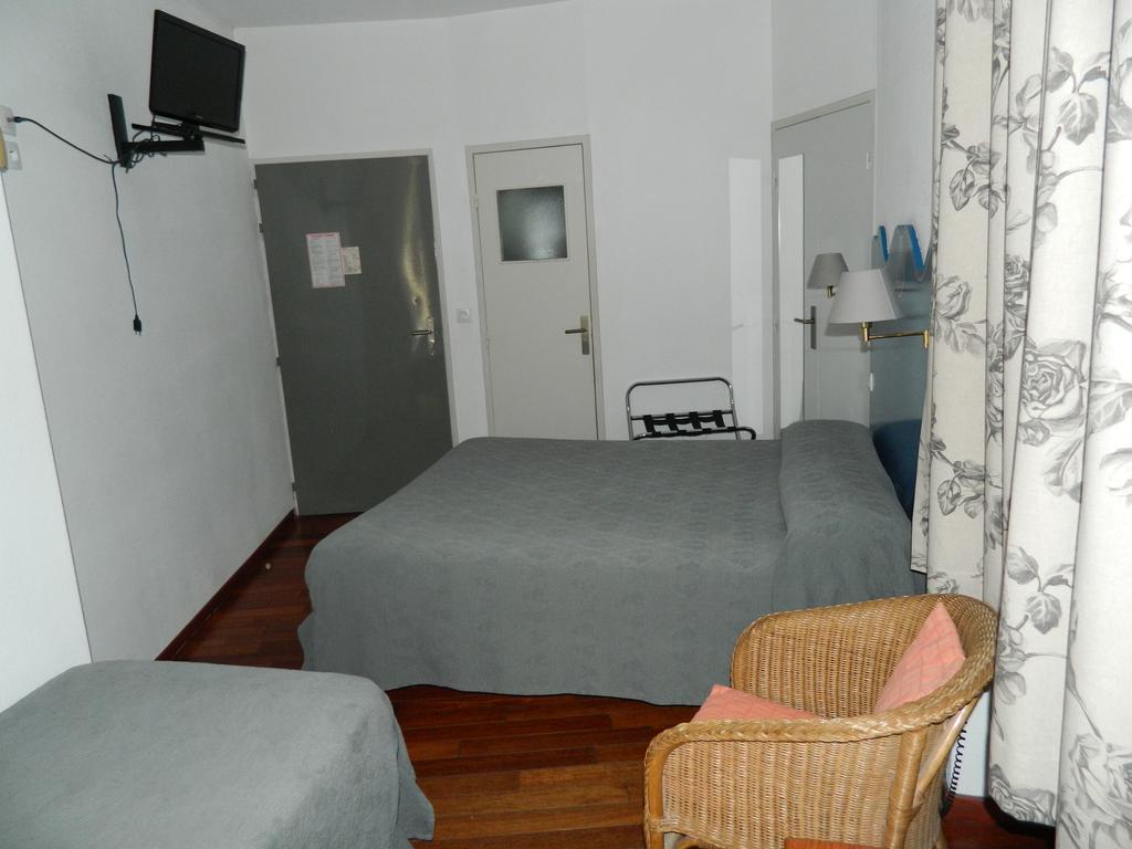 Hotel le puy en velay011 h tel saint jacques for Chambre 3 personnes
